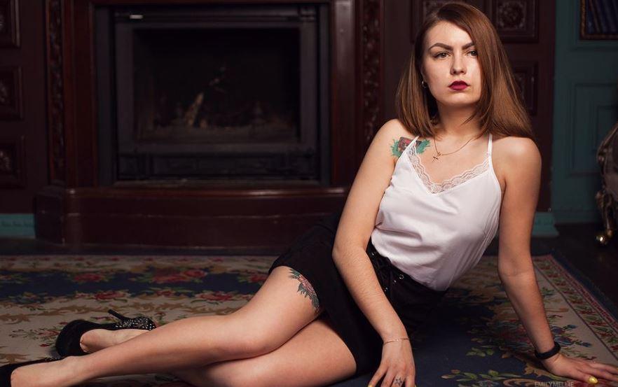 EmilyMellie Model GlamourCams