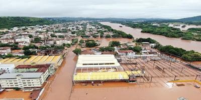 imagem da cidade de Governador Valadares alagada em Janeiro de 2020