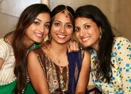 Srinidhi shetty with her sister