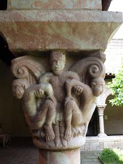 ROMÁNICO EN NUEVA YORK. THE CLOISTERS MET. Claustro de Saint Michel de Cluxa. Capitel 4