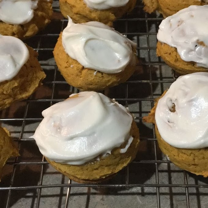 PUMPKIN COOKIE WITH CHEESE FROSTING CREAM (BEST IN THE WORLD!)