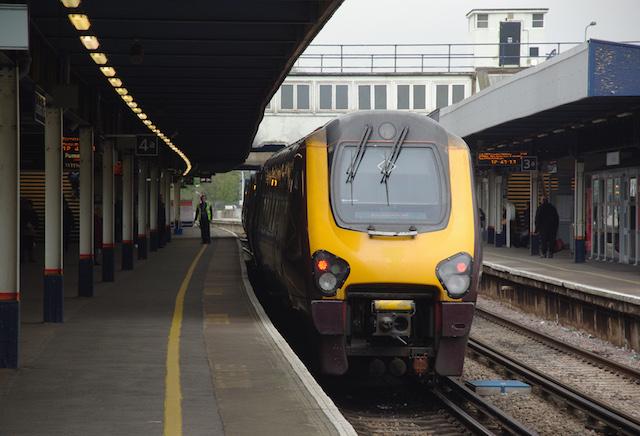 Trem na estação de Southampton