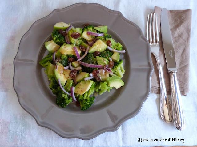 Salade de brocoli, pomme, avocat et sa vinaigrette acidulée