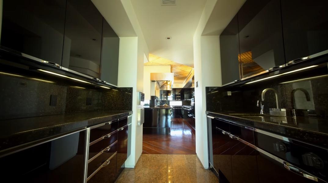 47 Interior Design Photos vs. 14175 Mulholland Dr, Beverly Hills, CA Ultra Luxury Modern Mega-Mansion Tour