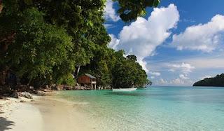 Tempat Wisata di Maluku pantai nusa pombo