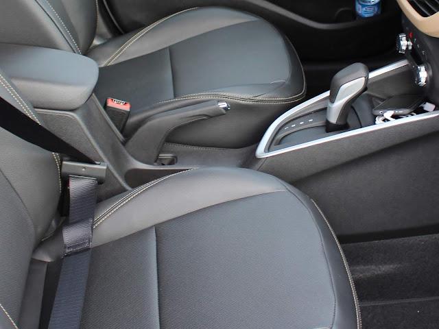 Novo Onix 2020 Sedan (plus) - descansa braço