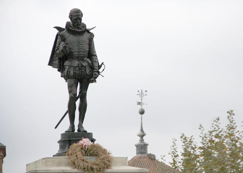 Cervantes estatua Alcalá de Henares