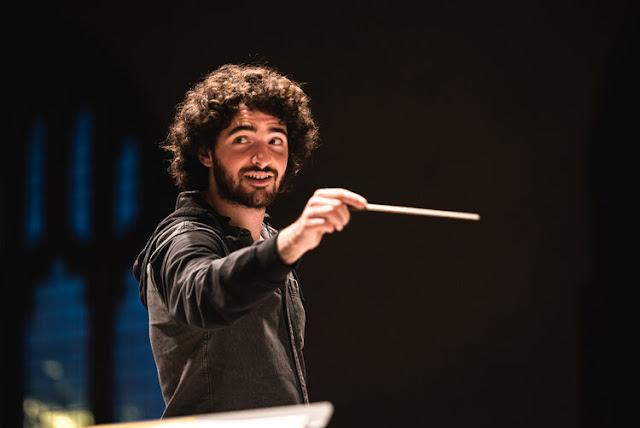 Noah Max conducting the Echo ensemble (Photo Liz Isles, Dec 2020.)
