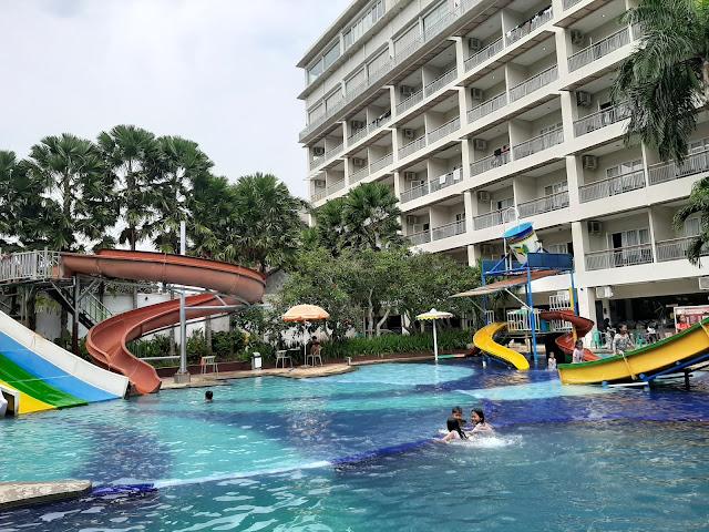 Kolam Renang Hotel Aquarium (Pict : tuankecilberwisata)