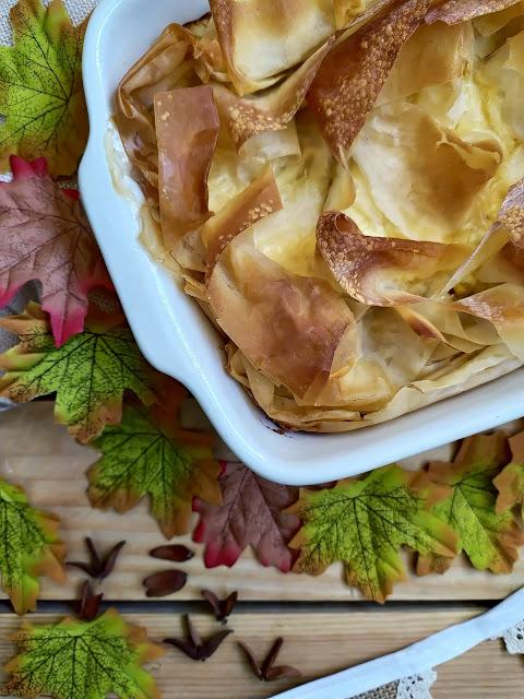 Receta de tarta de higos con queso y masa filo. Postre de otoño. Fácil, rico, cremoso, con horno. Cuca