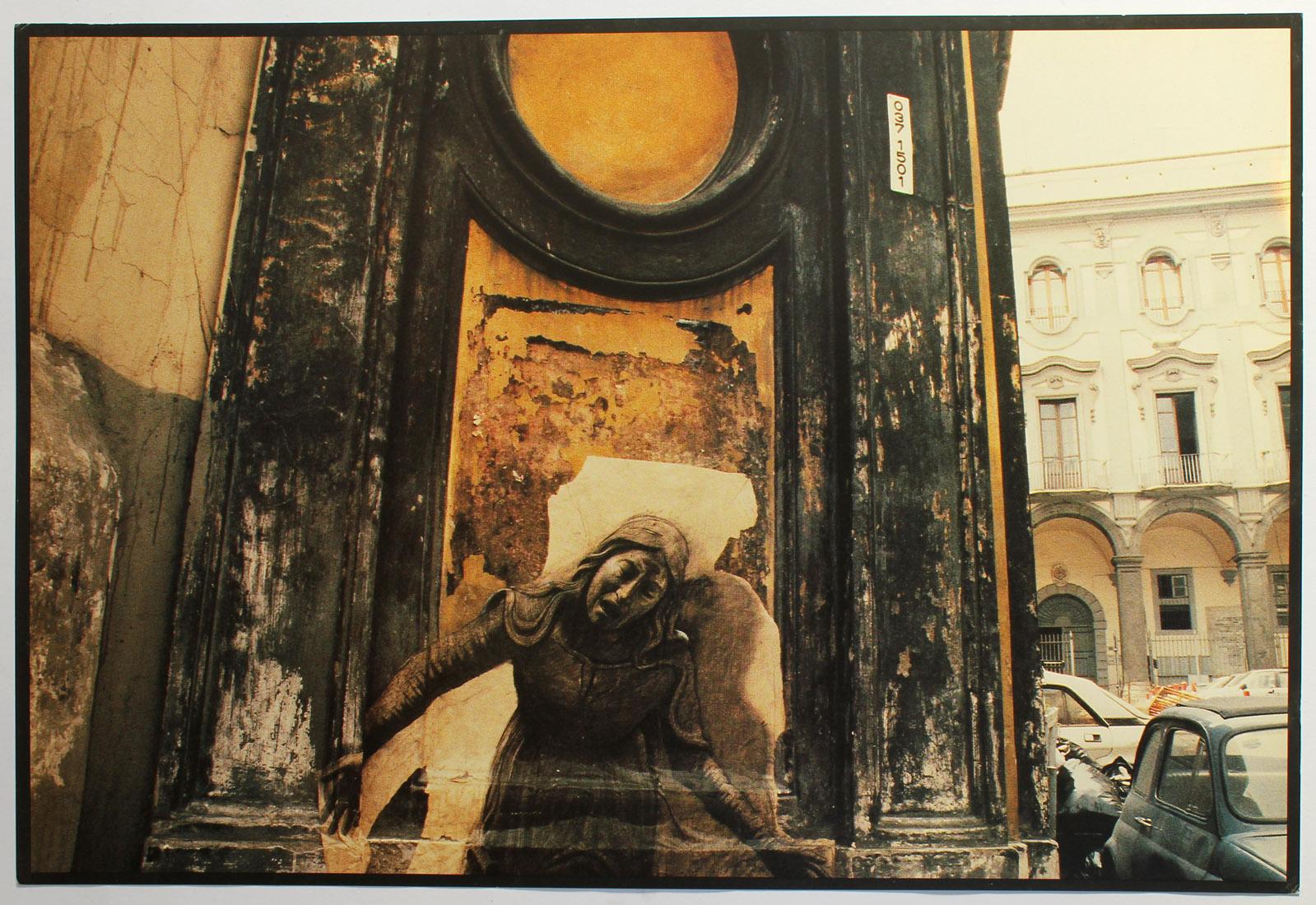 a7665c0da47 Rare recueil de ces somptueuses photographies documentant les installations  de Ernest Pignon-Ernest dans les rues de Naples. La première planche est  une ...