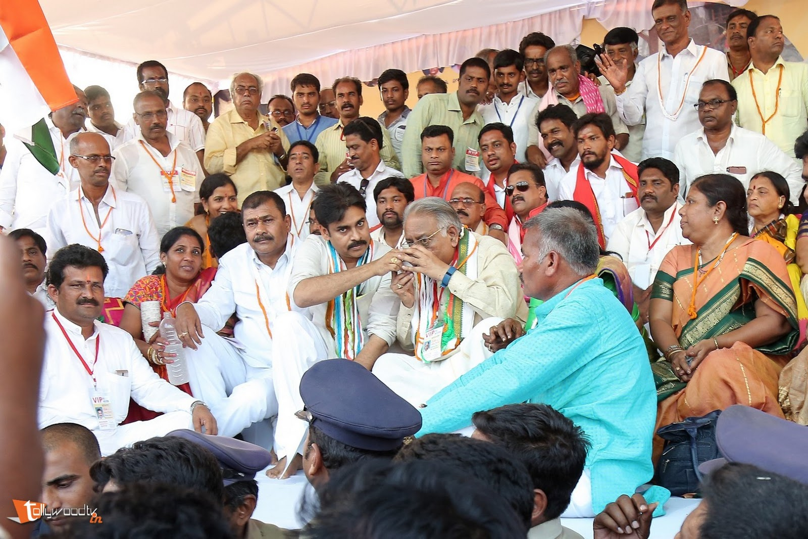 Pawan Kalyan at cheneta garjana-HQ-Photo-6
