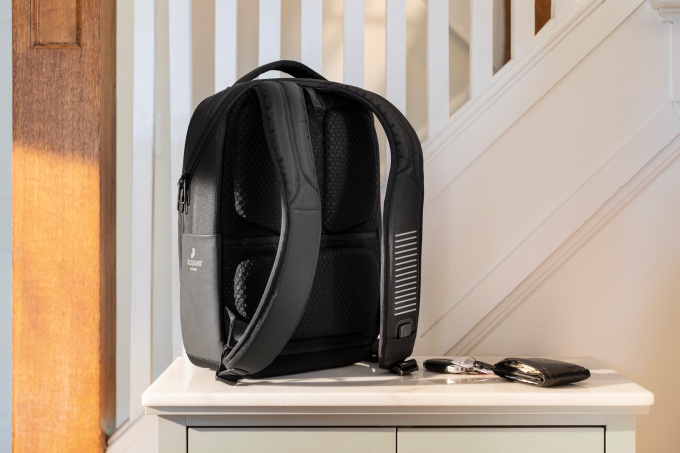 SURPRISE! Google teams up with Samsonite to surprise a Jacquard smart fabric-enabled backpack