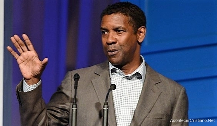 Denzel Washington oración con productor de película