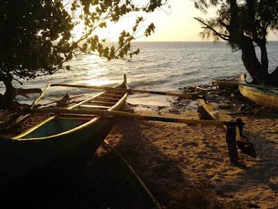 piragua-tradicional-vezo-en-playas-de-ifaty-madagascar-enlacima