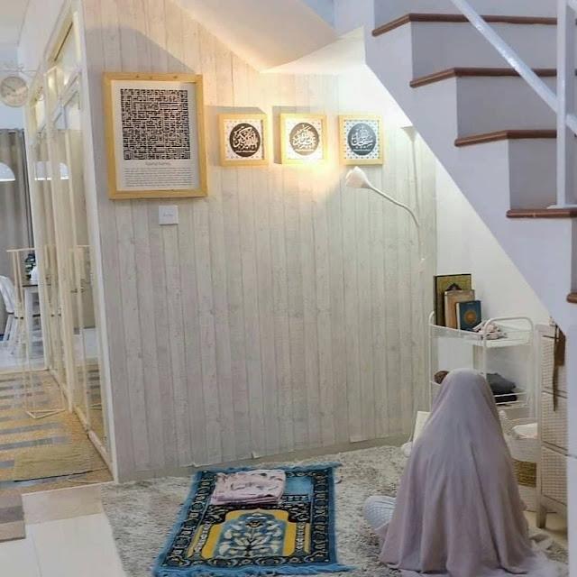 Desain Mushola dalam Rumah Minimalis Bawah Tangga