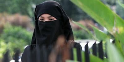 Kisah Istri Shalihah yang Islamkan Suaminya