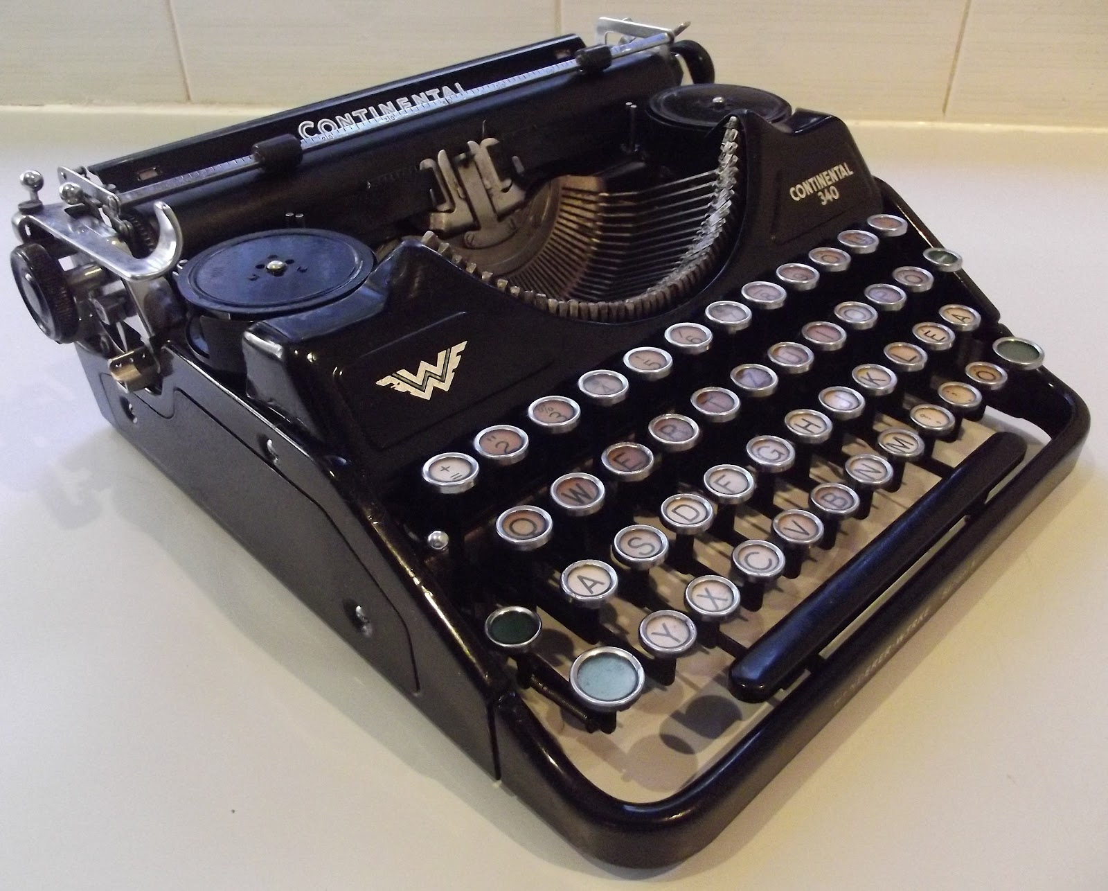 oz Typewriter: Seeking Solace in a Continental Portable
