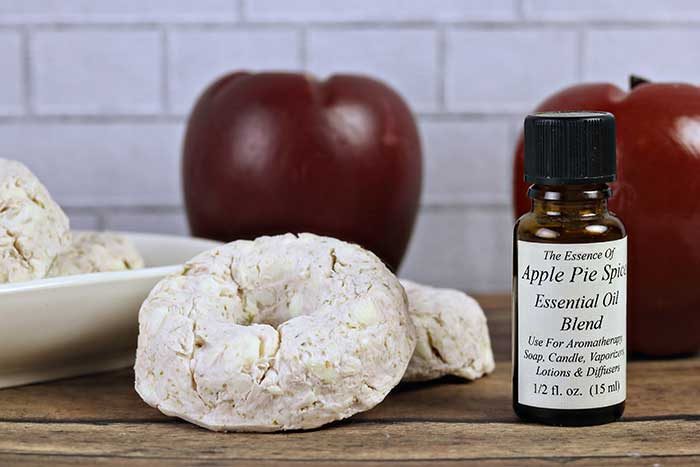 How to make rebatched apple pie spice soap. Try this easy fall soap if you need new recipes and ideas. Fall scents with essential oils to smell like an apple pie. This cute DIY soap is great for beginners since it's made without lye.  Make an easy hand milled soap products.  This makes great gifts or a teacher gift. Easy DIY soap recipe without handling lye. Great fall craft idea! #soap #essentialoils