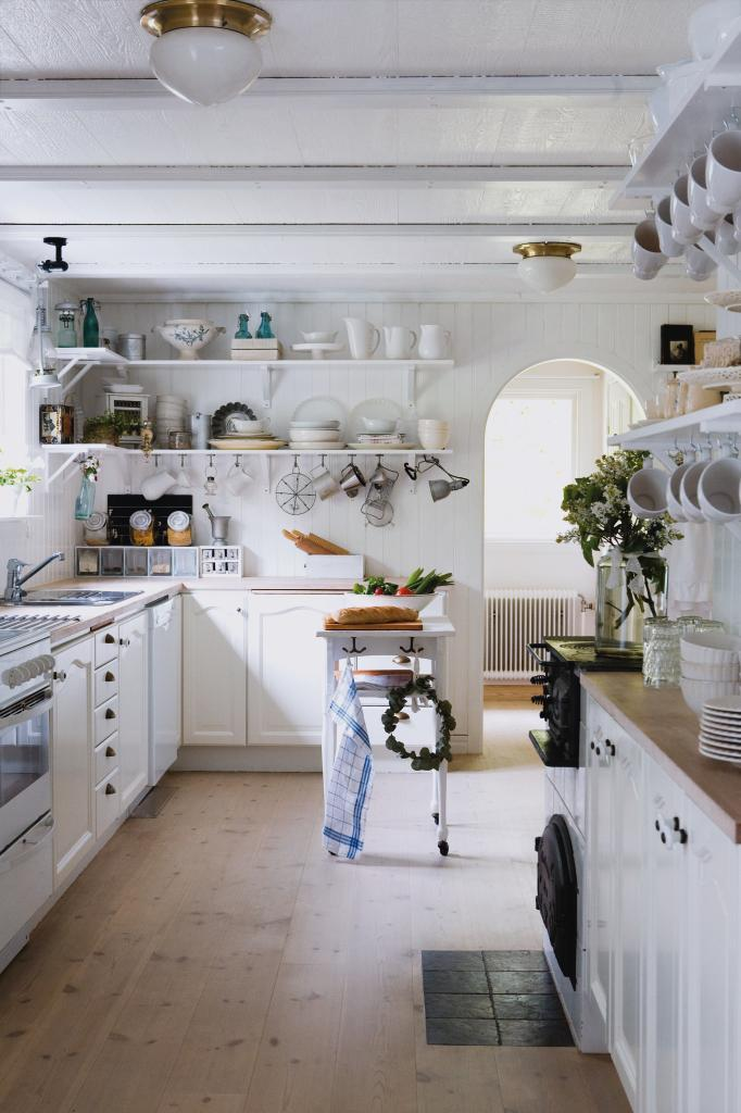 Daily inspiration bricolage country kitchen family for Country kitchen inspiration
