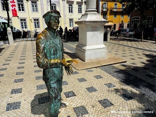 Escultura del vendedor de lotería o Cauteleiro, Barrio Alto, Lisboa