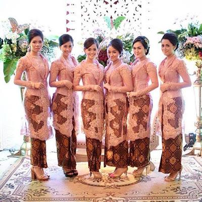 contoh model kebaya broklat dengan rok batik panjang