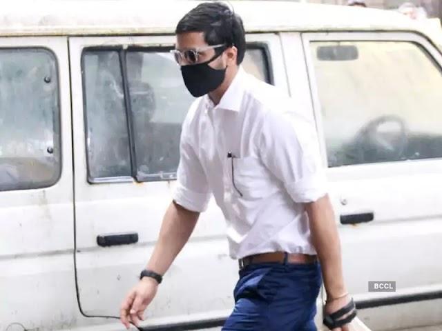 Karan Johar: क्षितिज प्रसाद के वकील ने कहा कि उनसे पूछताछ के दौरान विशेष रूप से करण जौहर को फंसाने के लिए कहा गया था, एनसीबी ने आरोप से इनकार किया