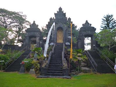 akcayatour, Pantai Pulau Merah, Travel Malang Banyuwangi, Travel Banyuwangi Malang, Wisata Banyuwangi