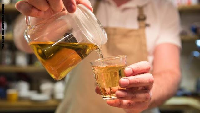دراسة جديدة: شرب الشاي الأخضر بدلاً من الأسود قد يساعدك على العيش لفترة أطول