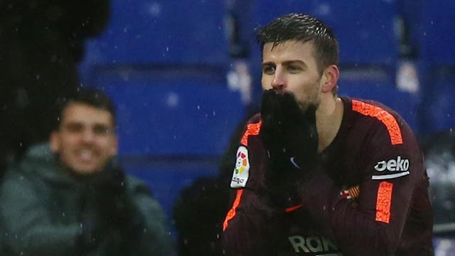 Isyarat 'Ssst' Pique pada Suporter Espanyol