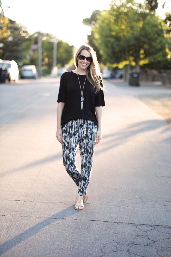 H&M patterned jersey pants, Gap tee, Kendra Scott necklace