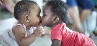http://razoesparaacreditar.com/amor/orfanato-procura-doadores-de-cafune-carinho-e-amor-para-criancas-que-esperam-adocao/