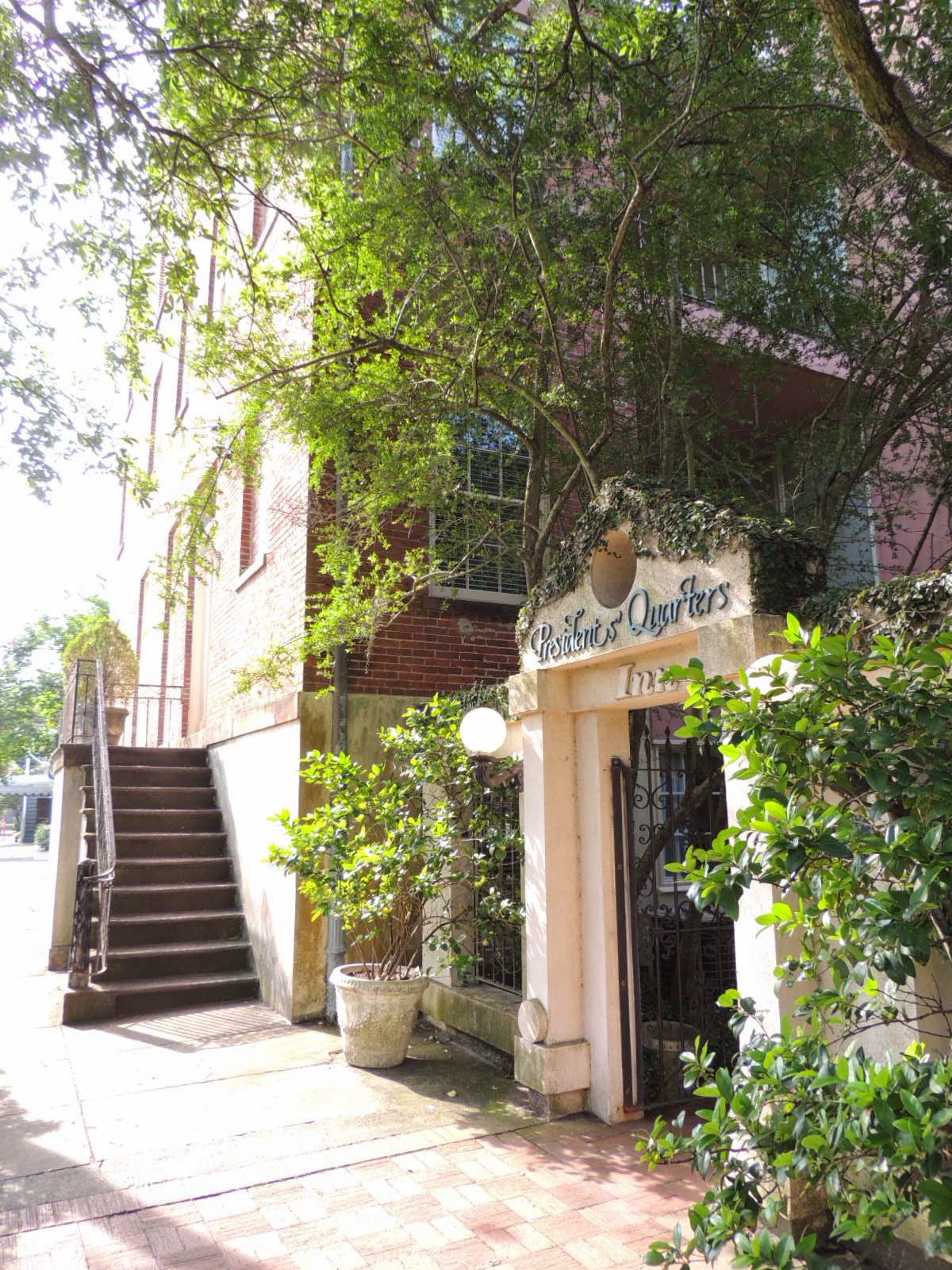 The Presidents' Quarters Inn is a charming, family friendly bed & breakfast located in the heart of Savannah, Georgia's historic district.