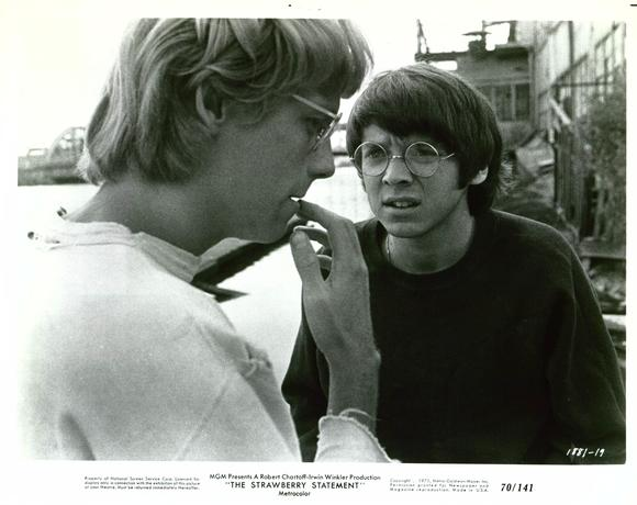 Bud Cort Bruce Davison The Strawberry Statement 1970 movieloversreviews.filiminspector.com