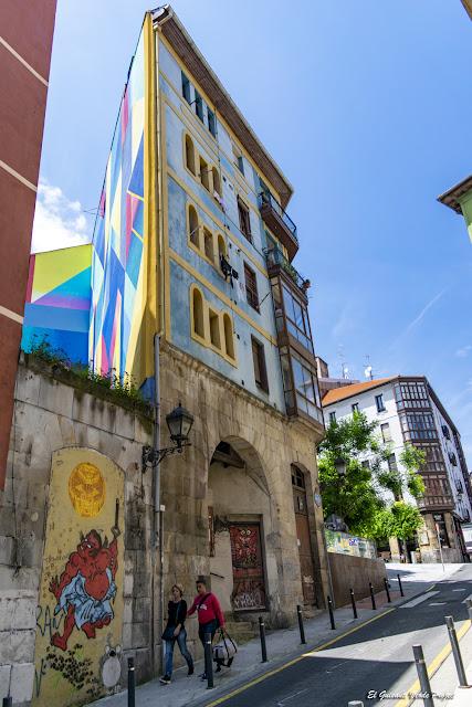 Murales en Bilbao la Vieja, 31 - Bilbao, por El Guisante Verde Project