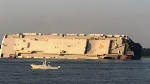 4 ember eltűnt, amikor felborult egy teherhajó az USA keleti partjainál
