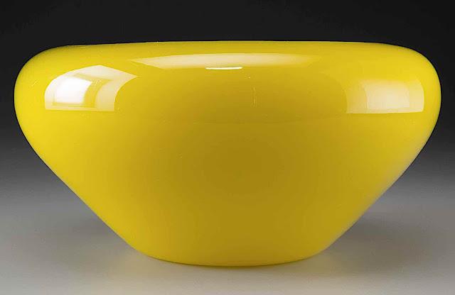 a small yellow Steuben glass bowl, 1920
