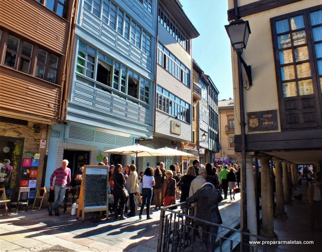 fachadas bonitas del casco antiguo Oviedo