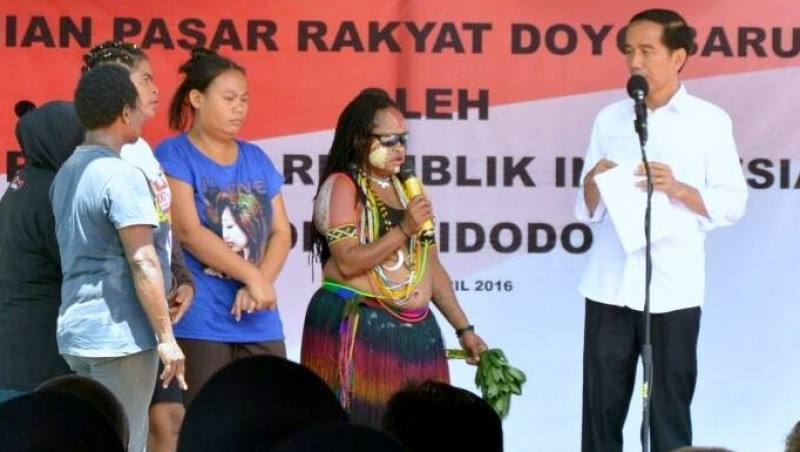Jokowi berdialog dengan warga Jayapura