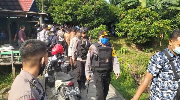 Polisi Bakar Kampung Narkoba Ala Kolombia di Kalteng, 5 Orang Dibekuk