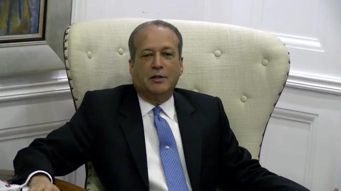 Reinaldo Pared Pérez retorna al país tras ser operado en Estados Unidos de un tumor
