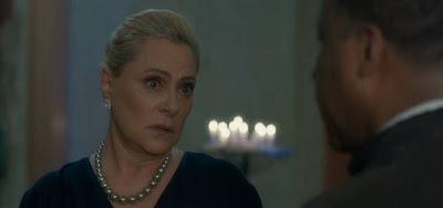 Mirtes (Elizabeth Savala) verá morte da cafetina na bola de cristal em O Sétimo Guardião