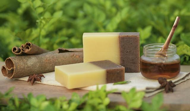 jabones, aceites y rajitas de canela