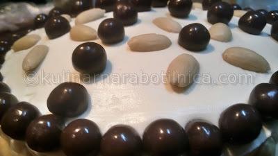 Шоколадова торта с маскарпоне и бадеми