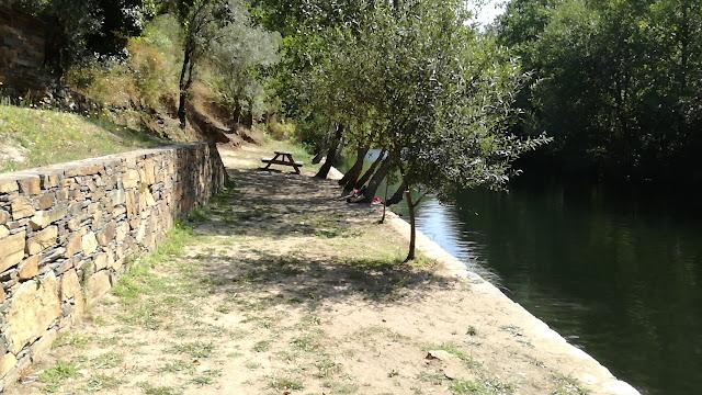Margem direita do Rio Ceira