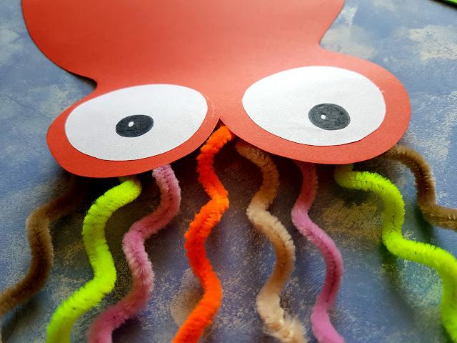 proste prace plastyczne na lato - prace plastyczne wakacje - ośmiornica - rozgwiazda - rybki z gąbki - nurek - krab - meduza - morze - ocean - podwodny świat - summer kids crafts