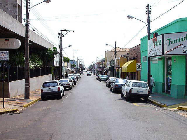 ruas feias, cidades sem qualidade de vida. falta árvores, falta natureza.