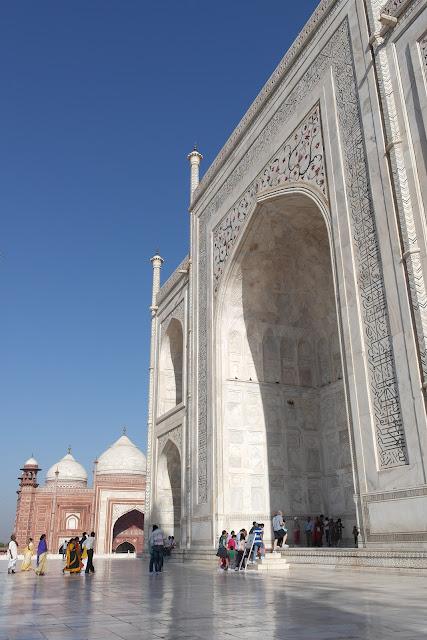 Pintu masuk Taj Mahal, Karya Cinta Abadi Shah Jahan