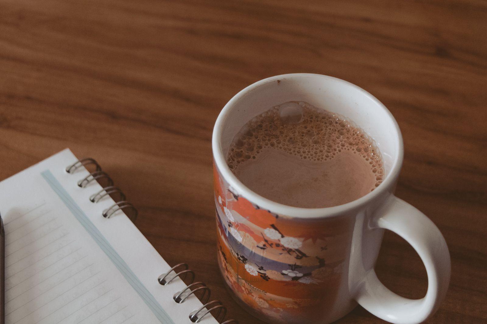 Cansaço psicológico + make good art cocoa mug