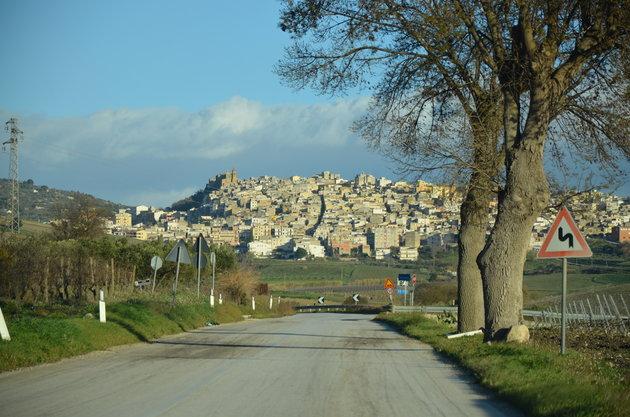 Σε πανέμορφη πόλη της Σικελίας, που ίδρυσαν αρχαίοι Έλληνες, πουλάνε τα σπίτια 1 ευρώ!